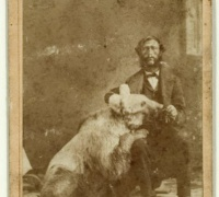 Graff 16, Original photograph of John Capen Adams and a grizzly bear.