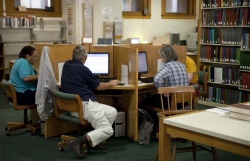 Genealogy readers explore the Newberry's electronic databases.